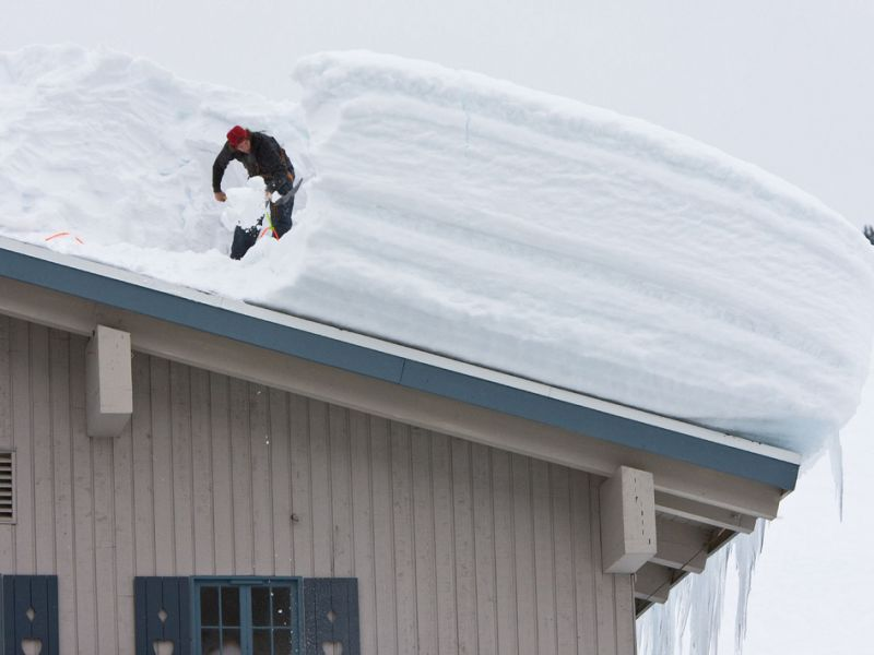 Расценка на очистку снега с крыши