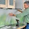 Как приклеить пластиковый фартук на кухне