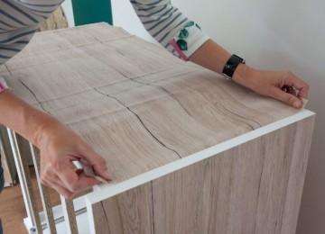 Как клеить самоклеющуюся пленку на мебель