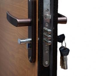 Что делать, если заклинило замок в двери