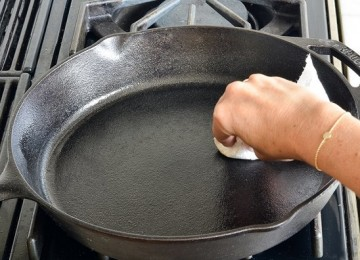 Как очистить сковороду от нагара и жира в домашних условиях