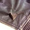 Как заклеить кожаную куртку в домашних условиях