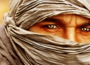 Алжирские женщины могут развлекаться с любовниками, а мужчины прячут лицо