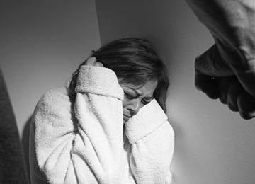 Муж-алкоголик избил мою маму