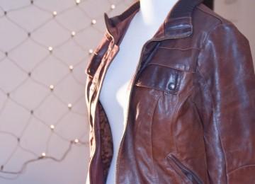 Как погладить куртку из кожзама