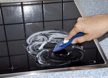 Описание 5 правил очистки индукционной плиты от жира и накипи