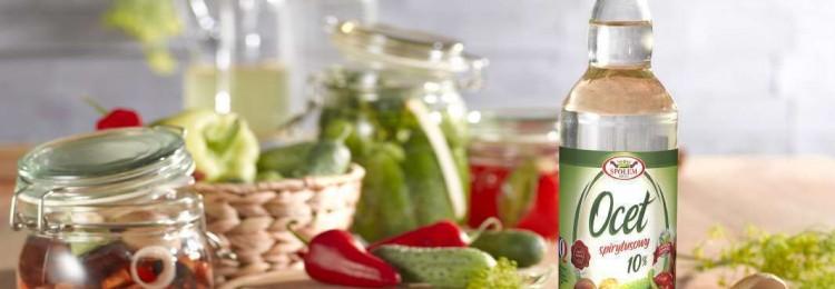 Использование уксуса в быту  для устранения запаха в пищевых контейнерах и удаления пятен от пота