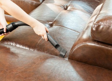 Домашняя чистка кожаного дивана — описание 7 главных правил