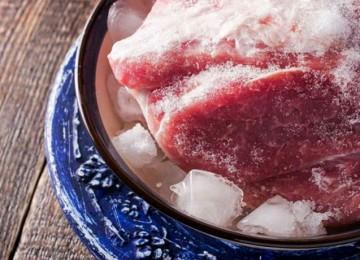 Как быстро разморозить мясо и фарш