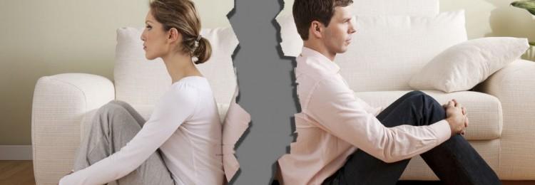 С мужем развелись, но живем в одной квартире