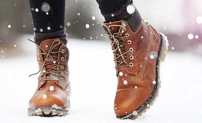 Почему обувь промокает зимой и как правильно подготовить ее к этому времени года