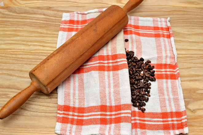 Как очистить кедровый орех от скорлупы, используя духовку