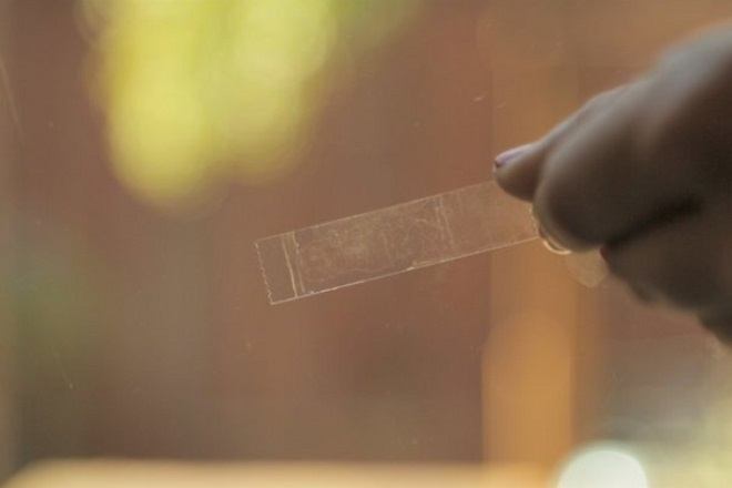 Как удалить следы скотча с пластика. Средства и методы