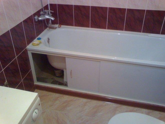 Чем закрыть пространство под ванной