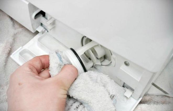 Как почистить сливной фильтр в стиральной машине