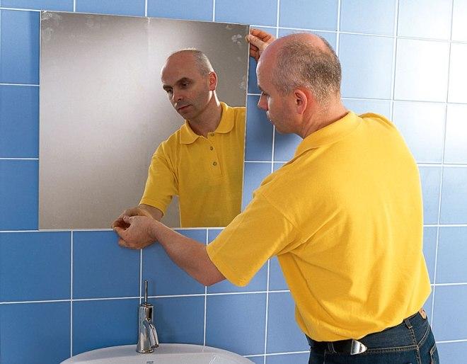 Как повесить зеркало в ванной
