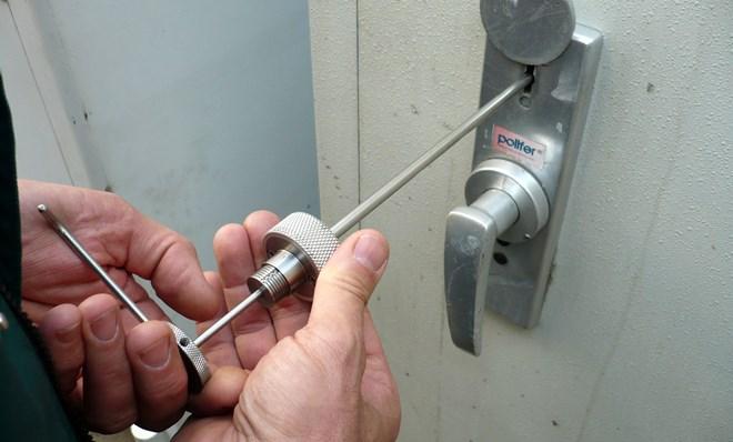 Как вытащить сломанный ключ из замка