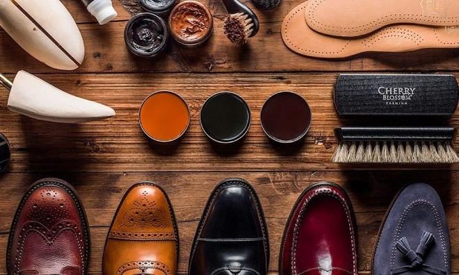 Как заклеить подошву обуви в домашних условиях