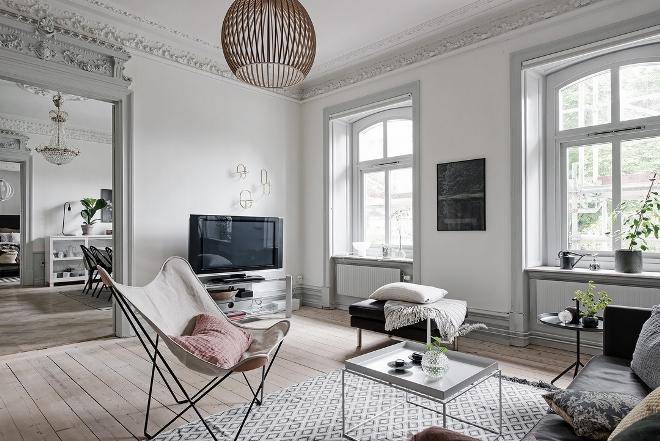 Молдинги на стенах в интерьере квартиры