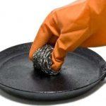 Как очистить чугунную сковороду от застарелого нагара