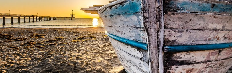 old-wooden-boat-at-sunrise-2873907_1920_crm