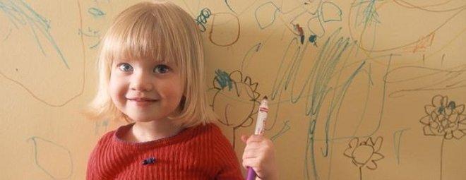 Чем стереть шариковую ручку с обоев